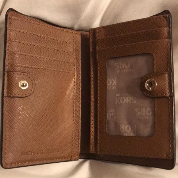 3f0d2d1a1332 Small Michael Kors Wallet. M 5c41c154a31c33aae3887e4f